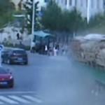 Bus sin frenos atropella gente en China