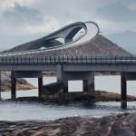 carretera sobre el océano Atlántico en Noruega