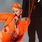 Miley Cyrus es la nueva imagen de una línea de cosméticos