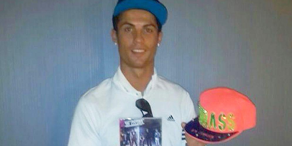 Cristiano Ronaldo promueve el álbum de un grupo vallenato colombiano