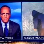 reportero del clima desprevenido