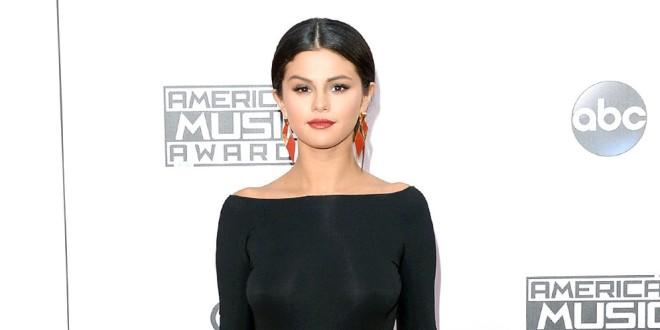 Selena Gómez lloró durante su presentación en los Premios americanos de la música