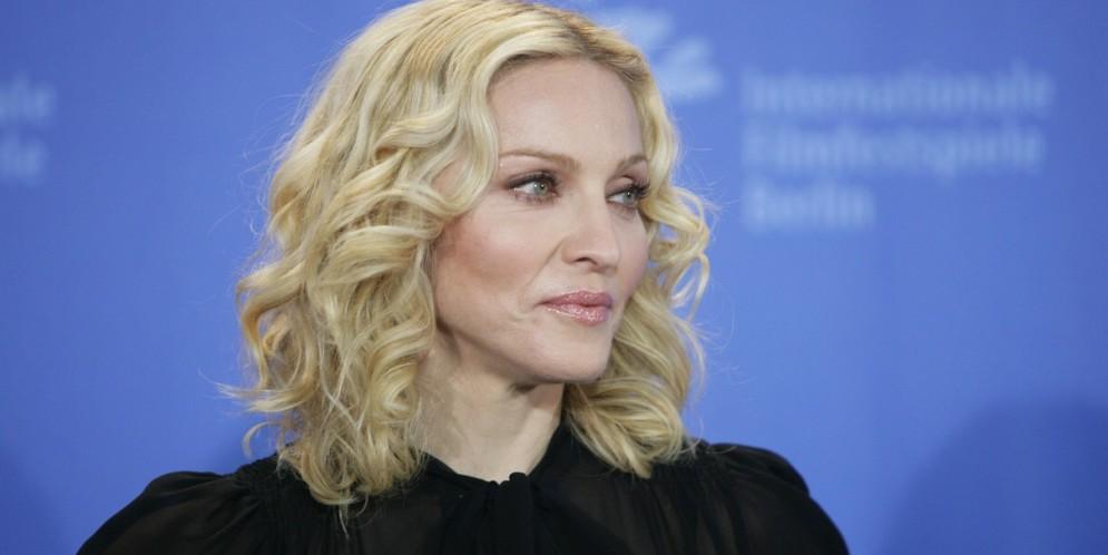 Madonna mostró los senos