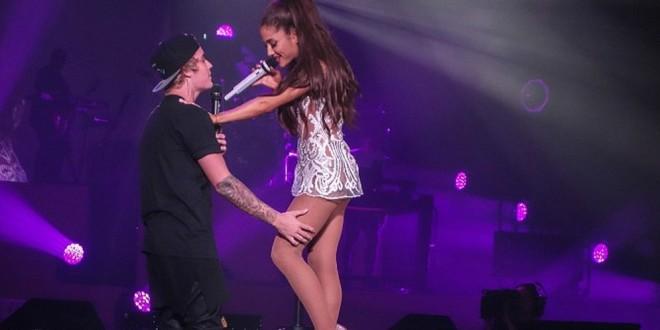En una presentación junto a Ariana Grande, Justin Bieber olvidó la letra de una canción