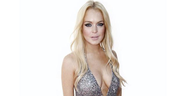 Lindsay Lohan intenta aparentar más cola con pésimo Photoshop