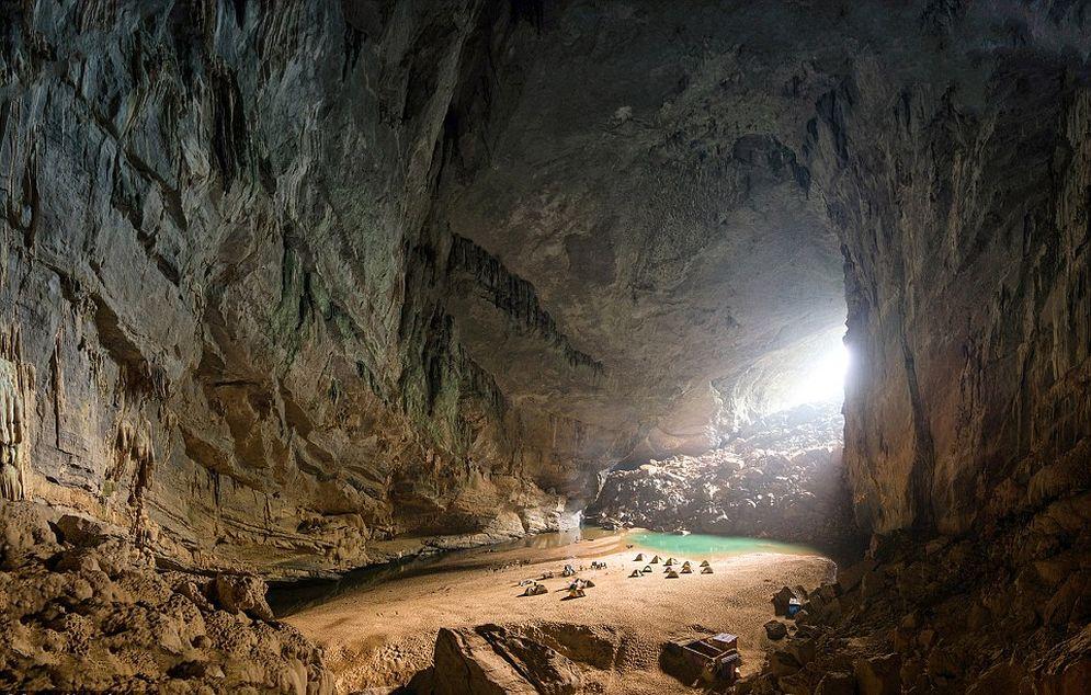 Fotos: Una de las cuevas más grandes del mundo es tan enorme que tiene su propia playa
