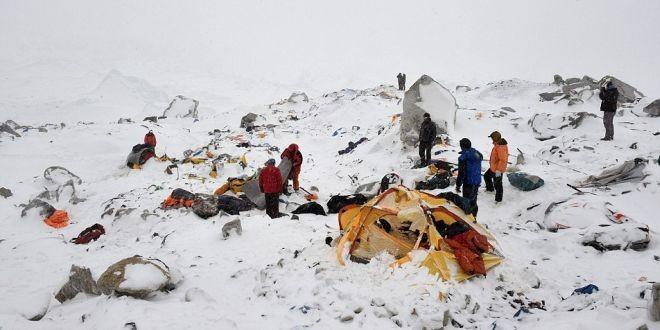 Aterrador video de la avalancha del monte Everest, luego del terremoto de Nepal
