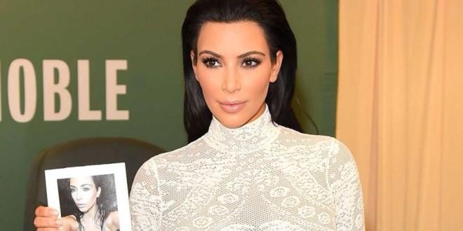 Video: En el lanzamiento de su libro de selfies Kim Kardashian se enfrentó a una dura protesta