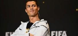 ¡Pillado! Cristiano Ronaldo fue fotografiado mientras orinaba en la calle