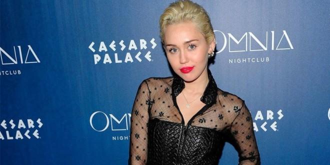 Miley Cyrus genera controversia con su última atrevida portada de revista