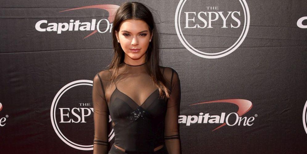 Kendall Jenner se arriesgó demasiado con una blusa