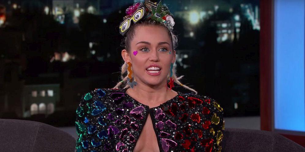 Miley Cyrus mostró demasiado en la entrega de los premios MTV