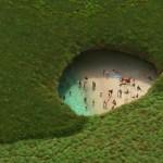 Esta playa que parece estar en medio de un hoyo es real