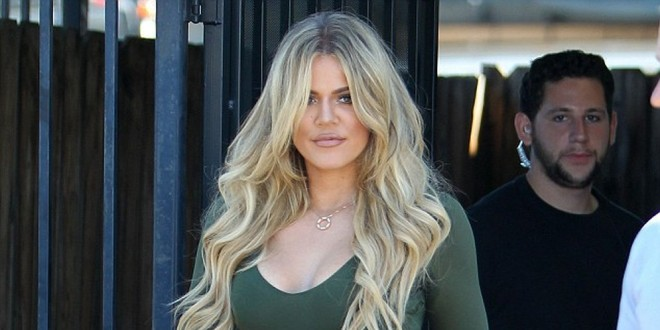 Fotos: no canta, pero el trasero de Khloe Kardashian fue protagonista en los VMA. ¿Se operó?