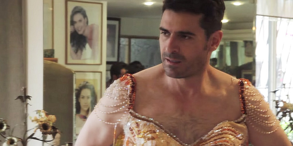 Rafael Novoa vestido como reina