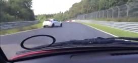 Video: después de una violenta estrellada es increíble lo que pasó con el conductor del carro