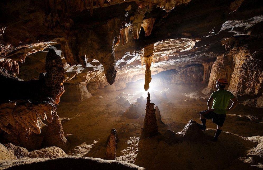 Sorprendentes imágenes de una cueva recientemente descubierta en Vietnam