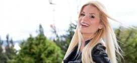 Fotos de Mary Méndez revelan que la presentadora se para en la cabeza cuando quiere