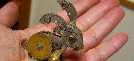 Partes de relojes antiguos son convertidas en maravillosas esculturas