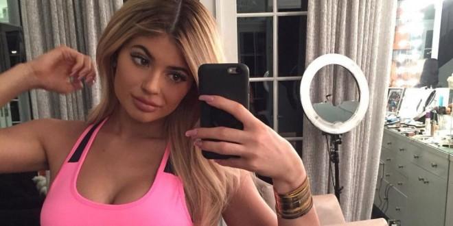 Celebridades imponen nuevo estilo de selfies en las que la cara es lo menos importante