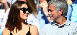 Hija de famoso técnico de fútbol protagoniza candentes fotos con su padre al lado