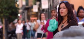 Impactante video muestra de lo que son capaces los hombres al ver a una mujer ebria y vulnerable