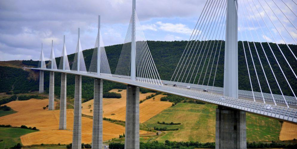 ¿Serías capaz de caminar por ellos? Los puentes más aterradores y asombrosos del mundo