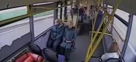 Video del interior del autobús que chocó cuando su conductor se durmió