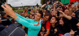 [Video] Cristiano Ronaldo empuja a un fan que quería una selfie con él