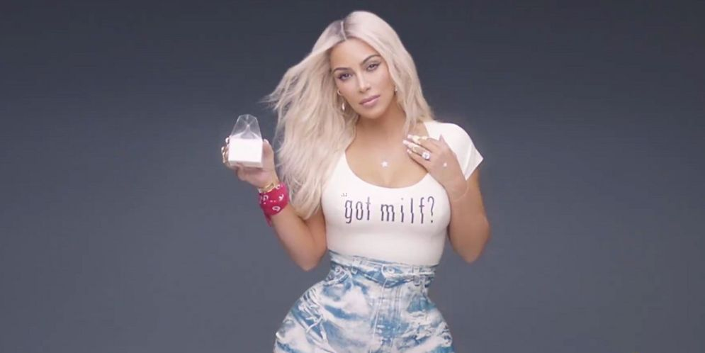 cintura de Kim Kardashian