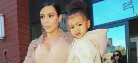 Kim Kardashian y su hija North West lucieron trajes idénticos en un concierto de Kanye West