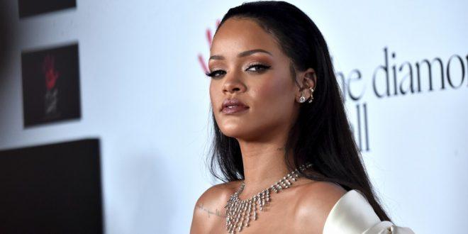 Como nunca antes la habíamos visto. Fotos del poco convencional nuevo cabello de Rihanna