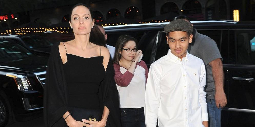 adopción del hijo mayor de Angelina Jolie