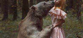 Valientes modelos posan junto a animales salvajes sin ayuda del Photoshop
